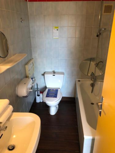 A bathroom at Hotel Arcantis Le Voltaire