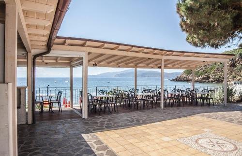 A restaurant or other place to eat at Residential Hotel Villaggio Innamorata