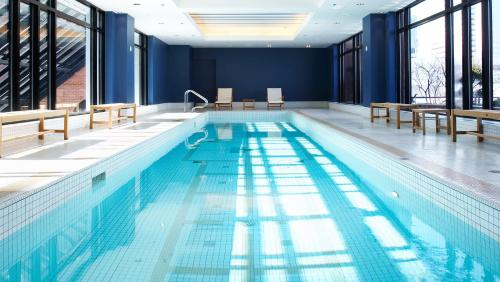 The swimming pool at or near InterContinental Montreal, an IHG Hotel
