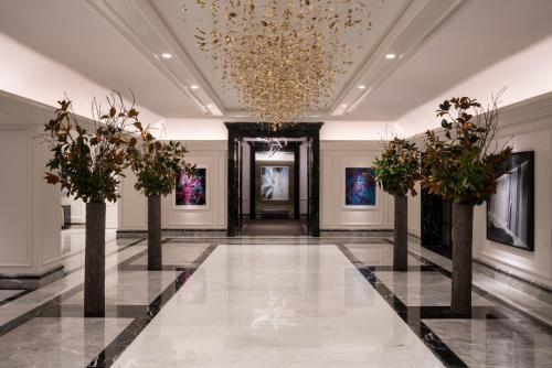 The lobby or reception area at Four Seasons Chicago