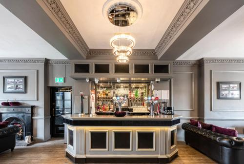 The lounge or bar area at Grand St Leger Hotel