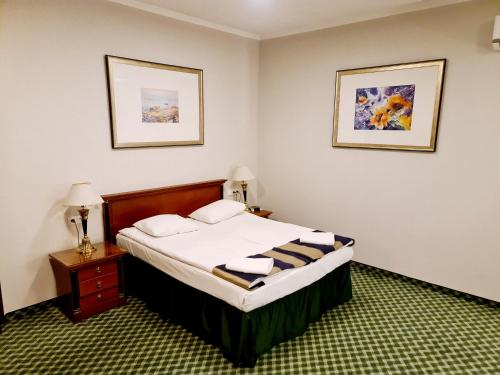 A bed or beds in a room at Hit Hotel