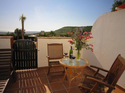Un balcón o terraza de Hotel Sindhura
