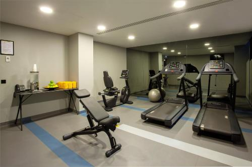 The fitness center and/or fitness facilities at Altis Avenida Hotel