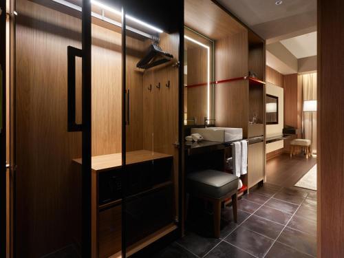 A bathroom at Mitsui Garden Hotel Roppongi Tokyo Premier