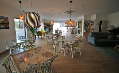 Um restaurante ou outro lugar para comer em Authentic Tavira Hotel