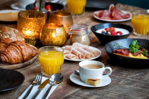 Breakfast options available to guests at Broeck Oudewater