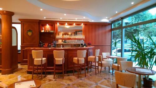 El salón o zona de bar de Stadthotel Augsburg