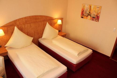 Cama o camas de una habitación en Stadthotel Augsburg