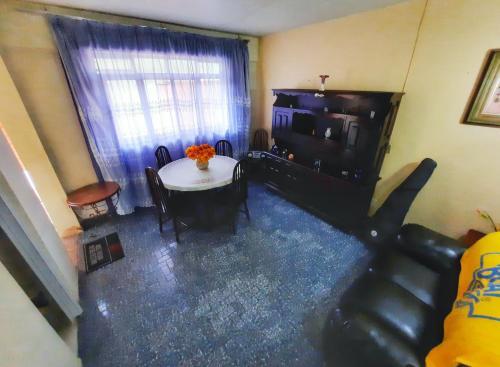 A seating area at Casa no Centro de Arraial do Cabo