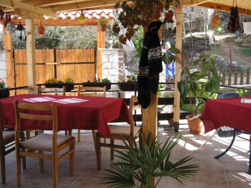 A restaurant or other place to eat at Risto's Guest House