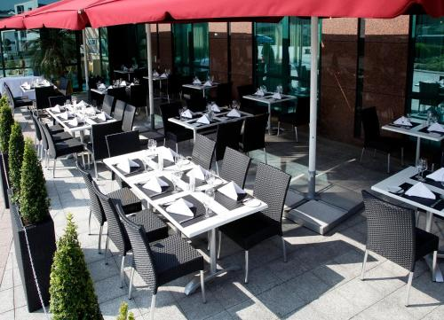 A restaurant or other place to eat at Hotel Amadeus Frankfurt