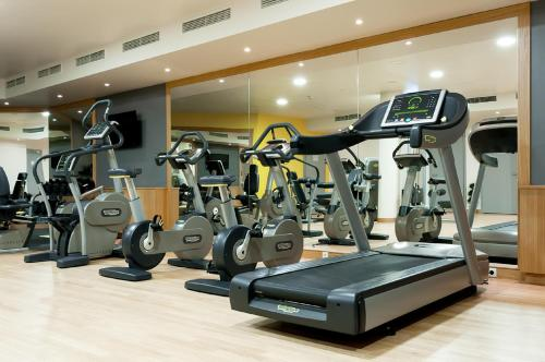 The fitness center and/or fitness facilities at Radisson Blu Hotel Krakow