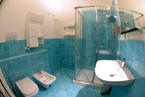 A bathroom at BEB PALAZZO NATELLA