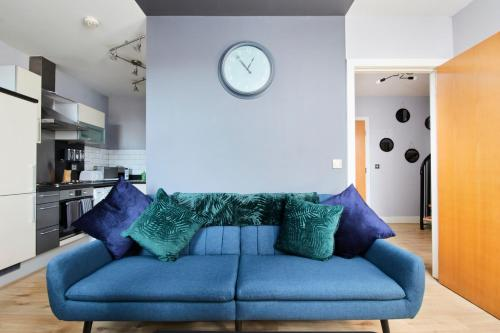 A seating area at The Exquisite Gem of Yorkshire - Duplex - Penthouse - Netflix