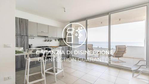 A kitchen or kitchenette at Italianway - Azzurra Mare