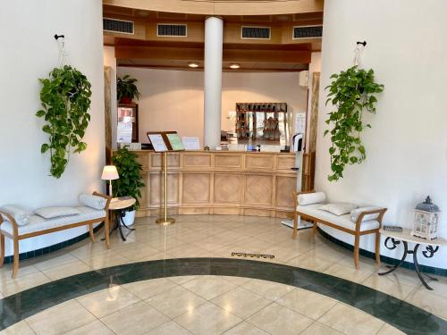 The lobby or reception area at Park Hotel Imperatore Adriano