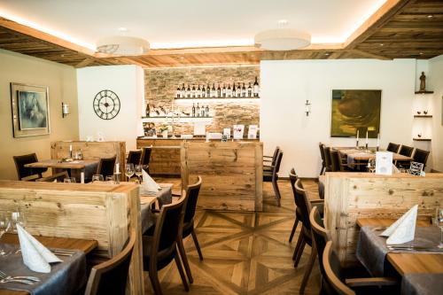 Ein Restaurant oder anderes Speiselokal in der Unterkunft Hotel & Bildungszentrum Matt