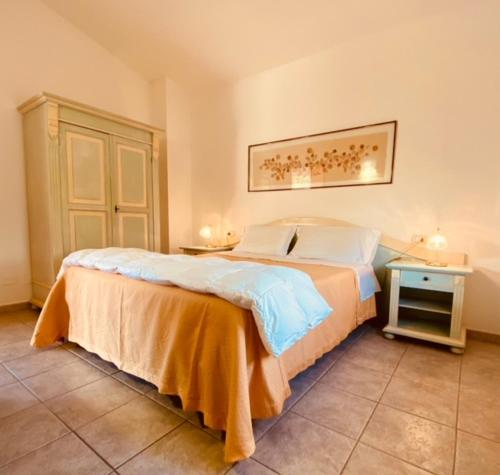 A bed or beds in a room at Hotel Donatella