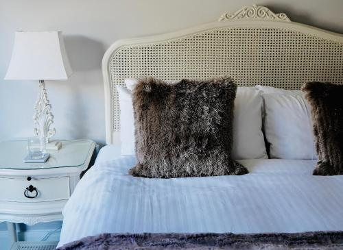 A bed or beds in a room at Harpur's of Melbourne