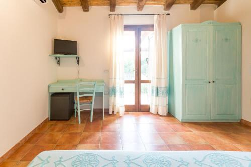 A kitchen or kitchenette at Hotel Sa Tanca E Bore