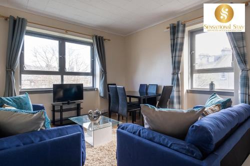 A seating area at Great Value , Sensational Stay Serviced Accommodation Aberdeen 3 Bedroom Apartment - Powis Circle