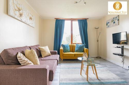 A seating area at 2 Bedroom Apt , Sensational Stay Serviced Accommodation Aberdeen- Middlefield Place