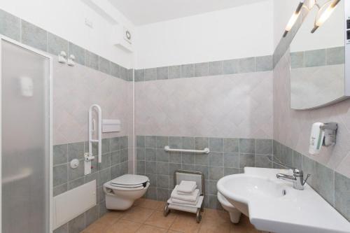 A bathroom at Hotel Ispinigoli