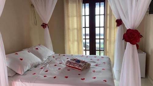 A bed or beds in a room at Pousada Mar de Araçatiba