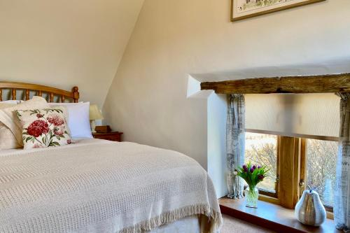 A bed or beds in a room at Rafters at The Manor House