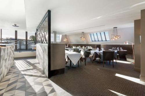 A restaurant or other place to eat at Hotel Indigo - Cardiff, an IHG Hotel