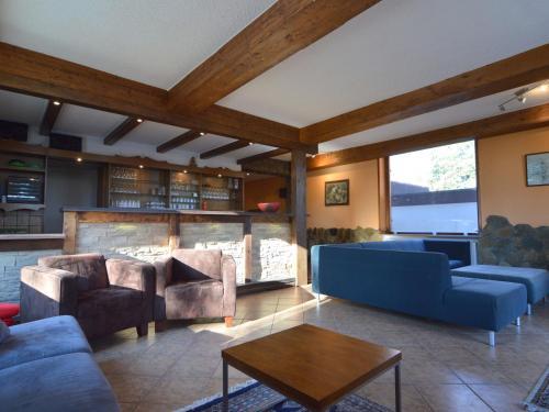 Ein Sitzbereich in der Unterkunft Cozy Holiday Home in Bad Ems with Sauna