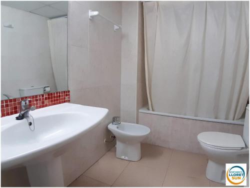 Een badkamer bij Apartments Lloret Sun
