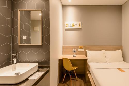 A bathroom at Yellow Bee Tanah Abang