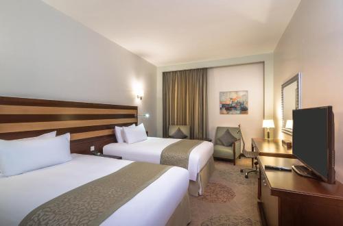 Cama ou camas em um quarto em Holiday Inn Riyadh Al Qasr, an IHG Hotel
