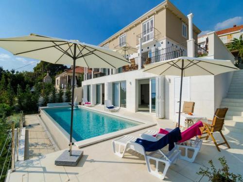 The swimming pool at or close to Villa Orlando