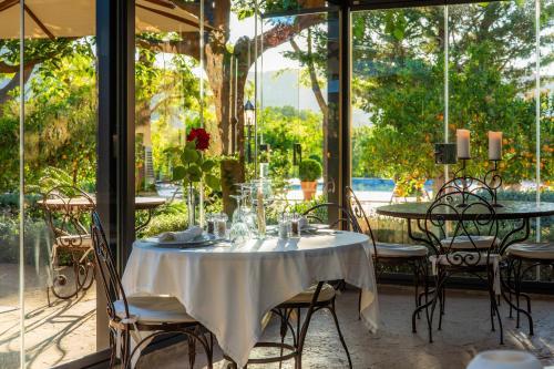 Un restaurante o sitio para comer en Finca Ca's Curial - Agroturismo - Adults Only