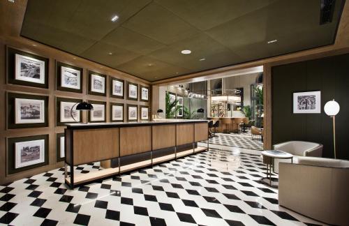 The lobby or reception area at Vincci Ponte de Ferro