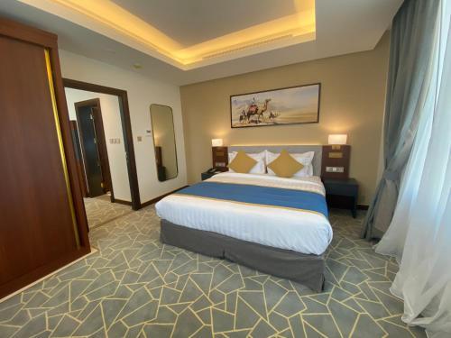 A bed or beds in a room at Velar Inn Hotel فندق فيلار ان الطائف