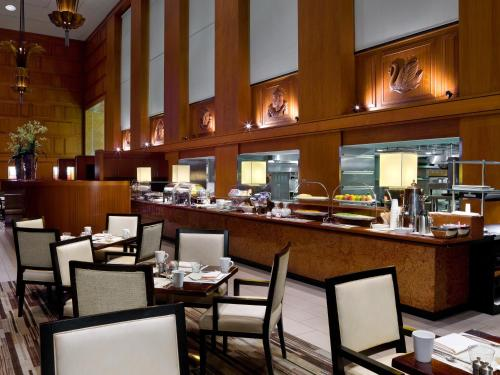 A restaurant or other place to eat at The Westin Minneapolis