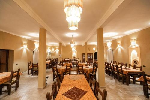 Restaurant ou autre lieu de restauration dans l'établissement Auberge Sahara