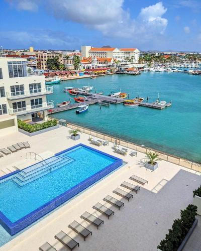 Luxury condo with infinity pool & ocean view