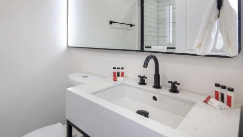 A bathroom at The Catrina Hotel