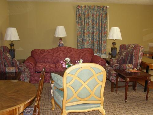 A seating area at First Western Inn Caseyville