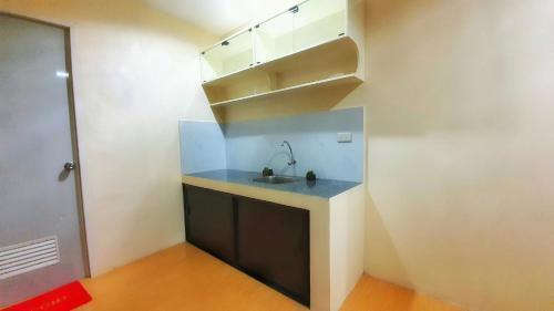 A kitchen or kitchenette at BORAMIRAMARE CONDOTEL