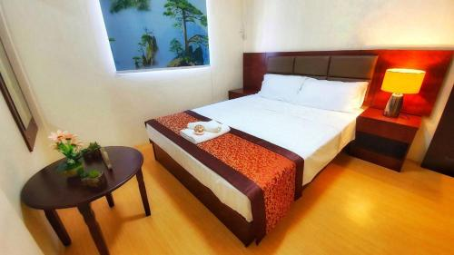 A bed or beds in a room at BORAMIRAMARE CONDOTEL
