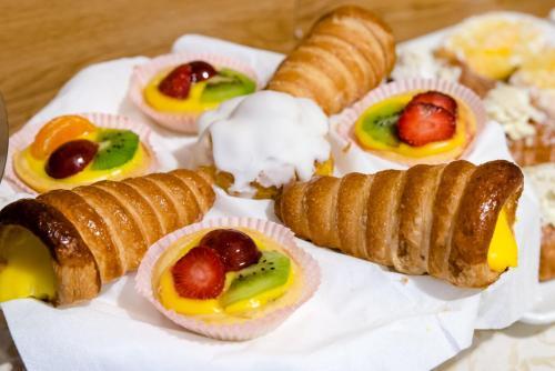 Options de petit-déjeuner proposées aux clients de l'établissement Hotel Centrale