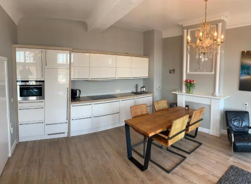 A kitchen or kitchenette at City Apartment Maastricht aan de Maas