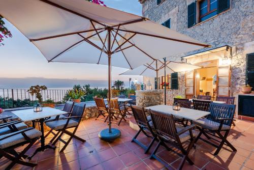 Ein Restaurant oder anderes Speiselokal in der Unterkunft Hotel D´Interior Ca Mado Paula