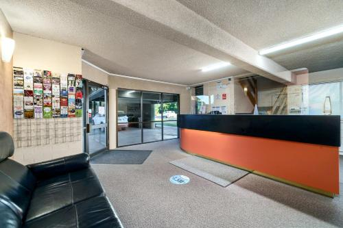 The lobby or reception area at City Reach Motel